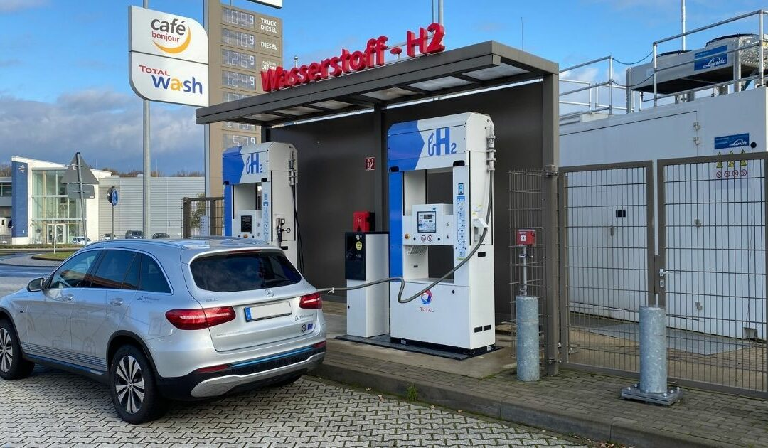 Field testing a hydrogen car for a day